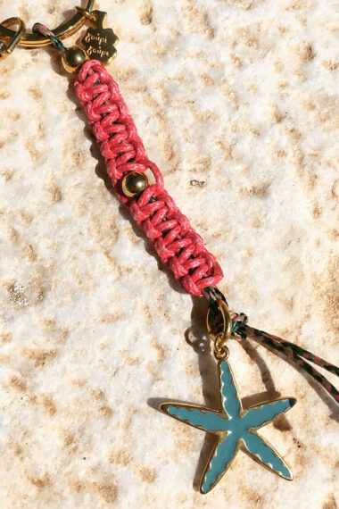 macrame keyring with starfish