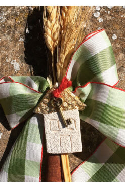cinnamon charm with house and key