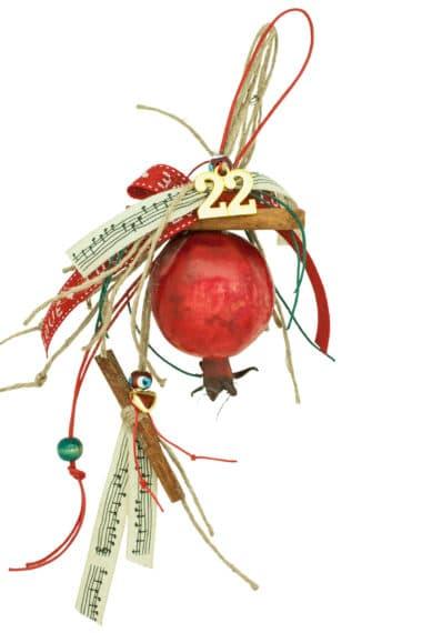 δώρο για τον Νέο Χρόνο με ρόδι και κανέλες
